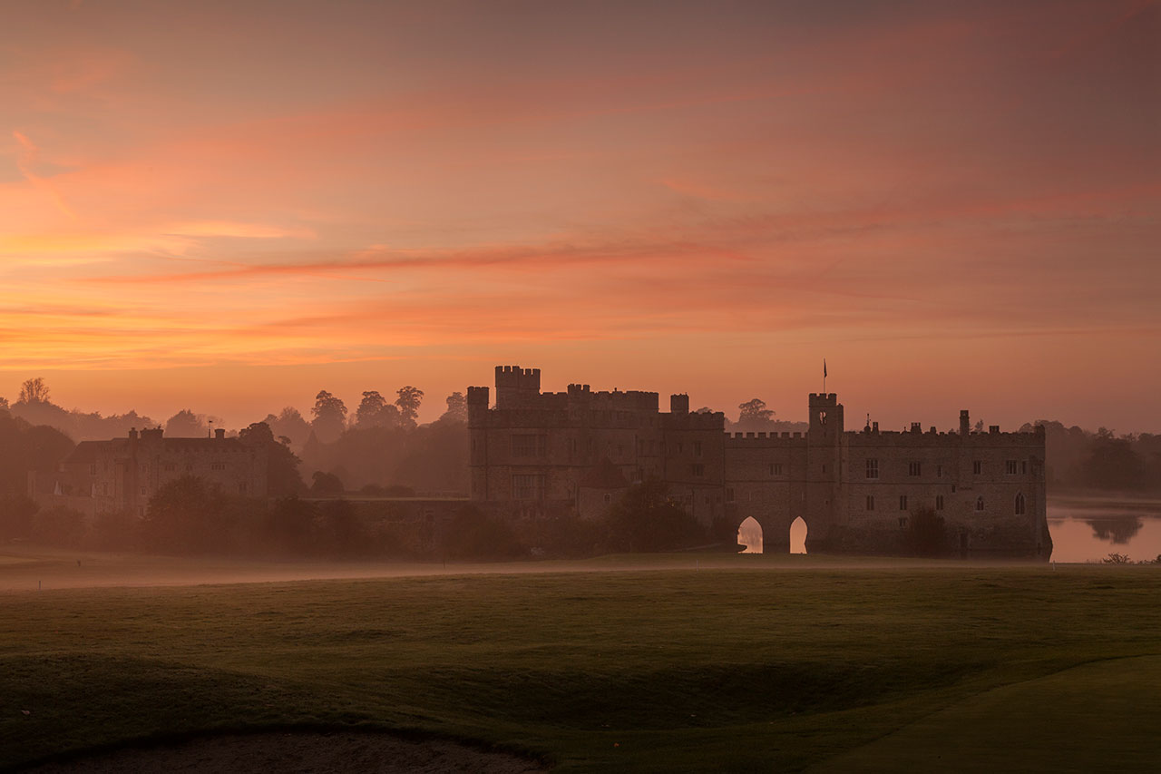leeds castle winter sunset mist